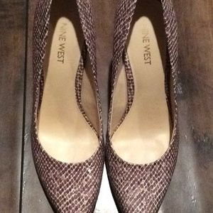 Nine West scaled black,grey, pink and taupe pump